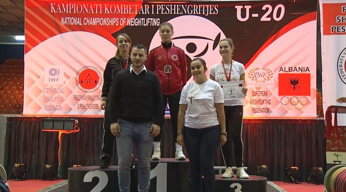 16 vjeçarja fierake shpallet kampione e Shqipërisë, thyen rekordin kombëtar (Video)